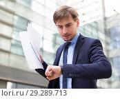 Купить «Businessman hurrying to meeting», фото № 29289713, снято 29 апреля 2017 г. (c) Яков Филимонов / Фотобанк Лори