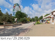 Купить «Парк имени Фрунзе в курортном городе Евпатории, Крым», фото № 29290029, снято 30 июня 2018 г. (c) Николай Мухорин / Фотобанк Лори