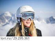 Купить «Young adult woman snowboarder or skier in snow», фото № 29295361, снято 18 марта 2018 г. (c) katalinks / Фотобанк Лори
