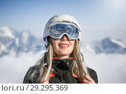 Купить «Young adult woman snowboarder or skier in snow», фото № 29295369, снято 18 марта 2018 г. (c) katalinks / Фотобанк Лори