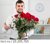 Купить «Male 29-34 years old is presenting flowers and gift», фото № 29295765, снято 5 марта 2017 г. (c) Яков Филимонов / Фотобанк Лори