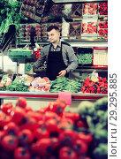 Купить «friendly male seller weighing grapes in grocery shop», фото № 29295885, снято 18 марта 2017 г. (c) Яков Филимонов / Фотобанк Лори