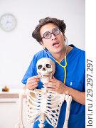 Купить «Funny doctor with skeleton in hospital», фото № 29297297, снято 11 июля 2018 г. (c) Elnur / Фотобанк Лори