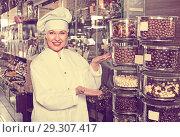 Купить «saleswoman posing with ganaches», фото № 29307417, снято 31 марта 2020 г. (c) Яков Филимонов / Фотобанк Лори