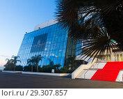 Купить «Cannes Palace of Festivals and Conferences», фото № 29307857, снято 3 декабря 2017 г. (c) Яков Филимонов / Фотобанк Лори