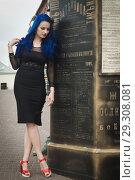 Купить «Rock girl with blue hair on a city street», фото № 29308081, снято 25 июня 2018 г. (c) Дмитрий Черевко / Фотобанк Лори