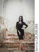 Купить «Rock girl with blue hair on a city street», фото № 29308089, снято 25 июня 2018 г. (c) Дмитрий Черевко / Фотобанк Лори