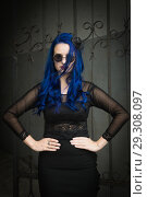 Купить «Rock girl with blue hair on a city street», фото № 29308097, снято 25 июня 2018 г. (c) Дмитрий Черевко / Фотобанк Лори
