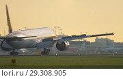 Купить «Jet Airways Boeing 777 approaching», видеоролик № 29308905, снято 25 июля 2017 г. (c) Игорь Жоров / Фотобанк Лори