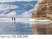 Lake Baikal in February. Tourists take pictures of the beautiful cliffs of the island of Ogoy (focus on the rocks) Стоковое фото, фотограф Виктория Катьянова / Фотобанк Лори