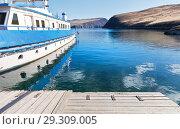 Купить «Lake Baikal on a sunny autumn day. Ship on the pier in the Strait of Olkhon Gates», фото № 29309005, снято 13 октября 2018 г. (c) Виктория Катьянова / Фотобанк Лори