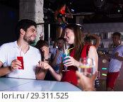 Купить «Couple talking in nightclub», фото № 29311525, снято 28 августа 2017 г. (c) Яков Филимонов / Фотобанк Лори