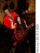 Купить «Цыган с цыганкой играют на гитаре», фото № 29311833, снято 13 мая 2018 г. (c) Марина Володько / Фотобанк Лори
