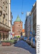 Купить «Пороховая башня в перспективе улицы Вальню. Рига. Латвия», фото № 29313573, снято 23 августа 2018 г. (c) Сергей Афанасьев / Фотобанк Лори