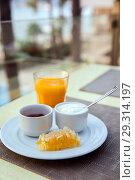 Купить «Wholesome breakfast», фото № 29314197, снято 15 октября 2018 г. (c) Юлия Кузнецова / Фотобанк Лори