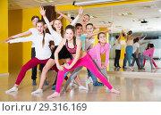 Tweens posing in dance school. Стоковое фото, фотограф Яков Филимонов / Фотобанк Лори