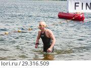Купить «Пловец после финиша, соревнование по плаванию в открытой воде», эксклюзивное фото № 29316509, снято 1 июля 2017 г. (c) Наталия Шевченко / Фотобанк Лори