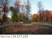 Купить «Москва. Парк Декабрьского восстания. Памятник В.И. Ленину», фото № 29317233, снято 22 октября 2018 г. (c) Татьяна Белова / Фотобанк Лори