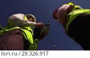Купить «Chief Engineer And Chief Foreman Discussing», видеоролик № 29326917, снято 12 июля 2018 г. (c) Pavel Biryukov / Фотобанк Лори
