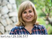 Купить «portrait woman garden», фото № 29336517, снято 17 июня 2016 г. (c) Яков Филимонов / Фотобанк Лори