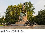 Купить «Кронштадт. Вид на памятник адмиралу Макарову», эксклюзивное фото № 29354053, снято 22 июля 2018 г. (c) Литвяк Игорь / Фотобанк Лори