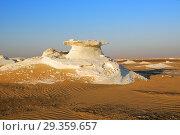 Купить «White desert Sahara Egypt», фото № 29359657, снято 27 декабря 2008 г. (c) Знаменский Олег / Фотобанк Лори