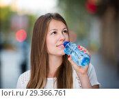 Купить «Girl drinking water during walk», фото № 29366761, снято 15 августа 2017 г. (c) Яков Филимонов / Фотобанк Лори