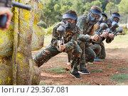 Купить «Paintball team running with marker guns», фото № 29367081, снято 22 сентября 2018 г. (c) Яков Филимонов / Фотобанк Лори