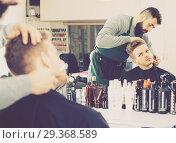 Купить «Male hairdresser accurately cutting beard», фото № 29368589, снято 27 января 2017 г. (c) Яков Филимонов / Фотобанк Лори
