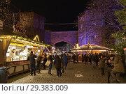 Купить «Рождественский базар около Зендлингских ворот в Мюнхене в сумерках, Германия», фото № 29383009, снято 12 декабря 2017 г. (c) Михаил Марковский / Фотобанк Лори