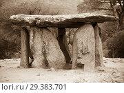 Купить «Dolmen de Pedra Gentil», фото № 29383701, снято 9 октября 2016 г. (c) Яков Филимонов / Фотобанк Лори