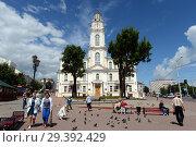 Купить «Ратушная площадь в исторической части Витебска, Беларусь», фото № 29392429, снято 8 июля 2016 г. (c) Free Wind / Фотобанк Лори