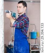 Builder handyman working with electric drill. Стоковое фото, фотограф Яков Филимонов / Фотобанк Лори