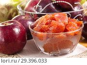 Варенье из яблок ,домашнего приготовления в стеклянной посуде. Стоковое фото, фотограф Наталия Кузнецова / Фотобанк Лори