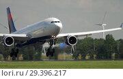 Купить «Widebody aircraft approaching», видеоролик № 29396217, снято 26 июля 2017 г. (c) Игорь Жоров / Фотобанк Лори