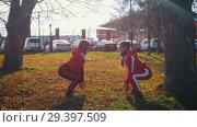 Купить «Two young woman in sport costumes doing squats and jumping in park», видеоролик № 29397509, снято 7 августа 2020 г. (c) Константин Шишкин / Фотобанк Лори