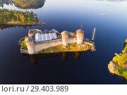 Купить «Вид с высоты на старинную крепость города Савонлинна солнечным июльским утром. Финляндия», фото № 29403989, снято 25 июля 2018 г. (c) Виктор Карасев / Фотобанк Лори