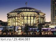 Купить «Московский международный Дом музыки на закате», фото № 29404081, снято 13 ноября 2013 г. (c) Юрий Кирсанов / Фотобанк Лори