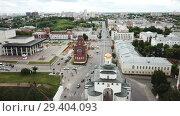 Купить «Panoramic aerial view of city center and Golden Gate in Vladimir, Russia», видеоролик № 29404093, снято 3 июля 2018 г. (c) Яков Филимонов / Фотобанк Лори