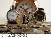 Купить «Время биткоина. Монета биткоина на фоне часов», фото № 29405085, снято 1 июля 2018 г. (c) Литвяк Игорь / Фотобанк Лори