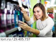 Купить «Woman choosing best mouthwash», фото № 29405737, снято 23 ноября 2016 г. (c) Яков Филимонов / Фотобанк Лори