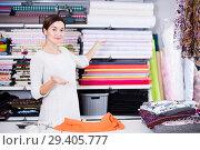 Купить «Seller measuring cloth», фото № 29405777, снято 4 января 2017 г. (c) Яков Филимонов / Фотобанк Лори