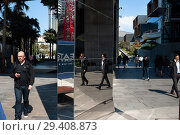 Sydney, Australia, pedestrians in Cockle Bay (2018 год). Редакционное фото, агентство Caro Photoagency / Фотобанк Лори