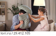 Купить «father and daughter having pillow fight at home», видеоролик № 29412105, снято 6 ноября 2018 г. (c) Syda Productions / Фотобанк Лори