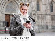 Купить «positive girl teenager with phone», фото № 29412181, снято 11 ноября 2017 г. (c) Яков Филимонов / Фотобанк Лори