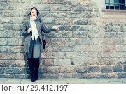 Купить «teenager girl in hood near wall», фото № 29412197, снято 11 ноября 2017 г. (c) Яков Филимонов / Фотобанк Лори