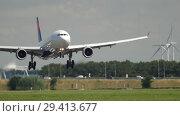 Купить «Widebody aircraft approaching», видеоролик № 29413677, снято 26 июля 2017 г. (c) Игорь Жоров / Фотобанк Лори