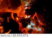 Купить «Горящие куски магния на раскаленном угле», фото № 29419973, снято 7 февраля 2018 г. (c) Игорь Кутателадзе / Фотобанк Лори