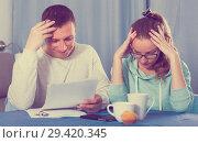 Купить «Couple struggling to pay bills», фото № 29420345, снято 18 марта 2017 г. (c) Яков Филимонов / Фотобанк Лори