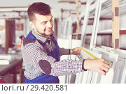 Professional labour with finished PVC profiles and windows at fa. Стоковое фото, фотограф Яков Филимонов / Фотобанк Лори